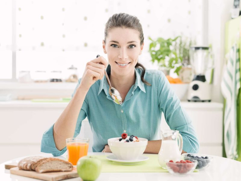 Woman eating dietary fiber boosts immunotherapy